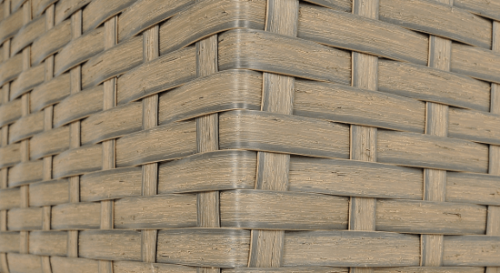 Droższy model płaskiej plecionki – wyższa, naturalnie cieniowana, szczotkowana powierzchnia.